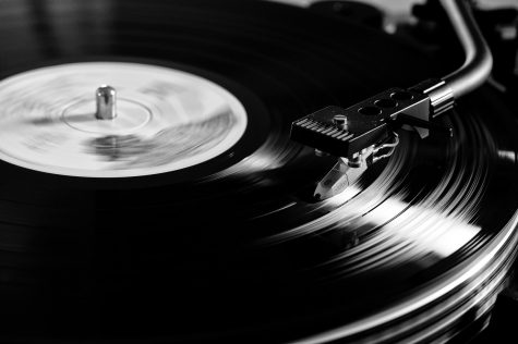 Reviving Vintage: Why Vinyl is Making a Comeback
